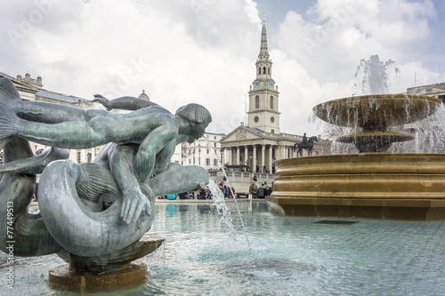 Fotobehang Fontaine Mermaid and Dolphin Statue and fountain, Trafalgar Square, Londo
