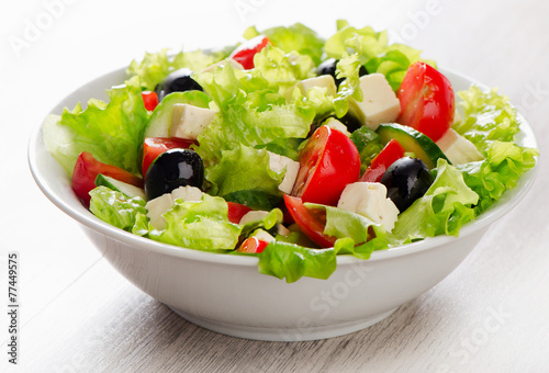 Aluminium Salade Fresh vegetables salad with feta, olives .