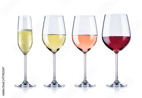 diverse Weingläser, freigestellt - 77452367