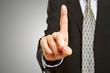 Manager berührt Touchscreen mit Zeigefinger