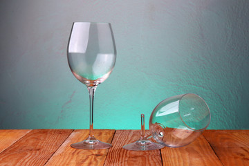 Calice di vino rotto