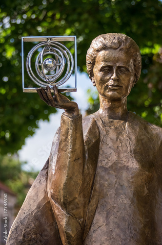 Marie Curie statue in Warsaw, Poland - 77465161