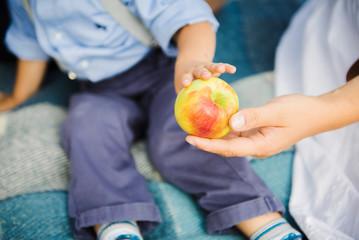 Яблоко для сына