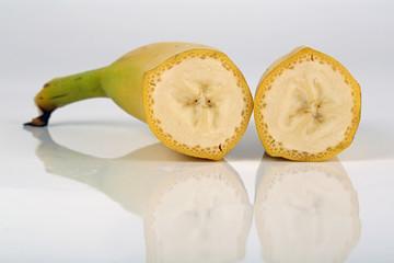 Zwei halbe Bananen