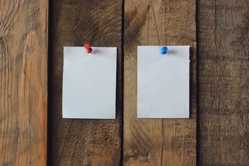 Два объявления на стене