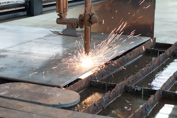 CNC LPG gas cutting on metal plate : sparking