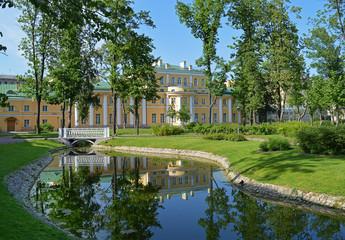 Польский сад в Санкт - Петербурге.