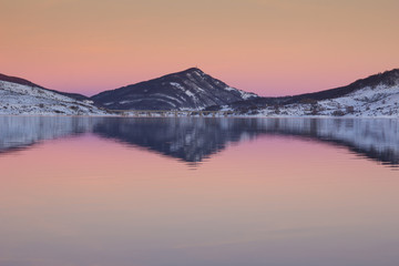 Ora rosa sul lago