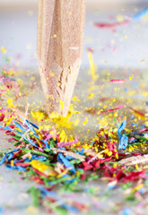 zerbrechender Buntstift 3         shattering colored pencil