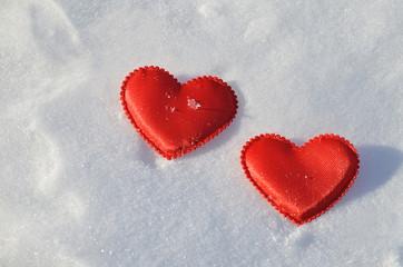 Сердечки на снегу.