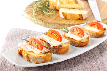 Bruschetta with tomato, ham and cheese