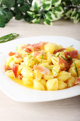 Pasta with ham and cream