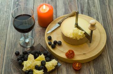 romantisches Essen mit Tete de moine
