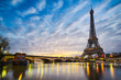 Leinwanddruck Bild - Sunrise at the Eiffel tower, Paris