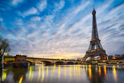 Sunrise at the Eiffel tower, Paris - 77498982