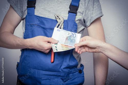 Leinwanddruck Bild Bauarbeiter mit Geld