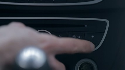 Finding the right radio channel on a car radio