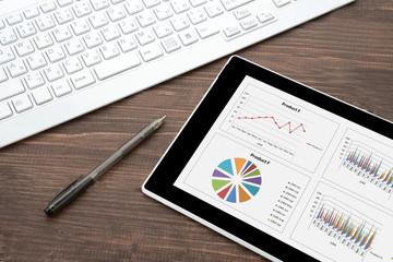ビジネスイメージ―タブレットとパソコン