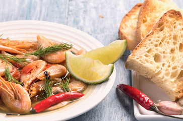 Boiled shrimps and lime