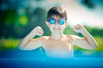 vacances enfant piscine