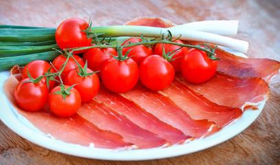 Prosciutto (ham), cherry tomatoes and onion
