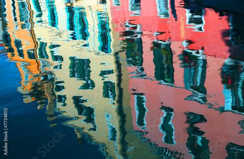 fototapeta na ścianę odbicie na wodzie z kolorowych domów