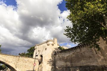 Avignon - Portal der Stadtmauer zur Brücke