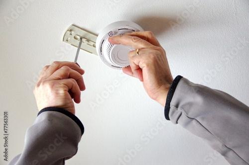installation d'un détecteur de fumée - 77563301