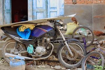 Motorbike-bicycle parts. T.T.Yangtse-Namo Buddha-Nepal. 1020
