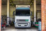 Truck or lorry repair shop service - 77570774