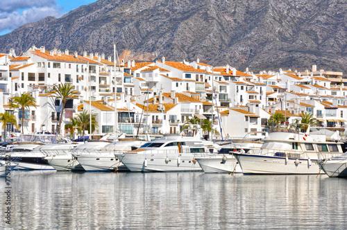Foto Spatwand Poort Deportes náuticos en España, Puerto Banús, Marbella