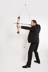 Bogenschütze mit gespannter Bogen 2