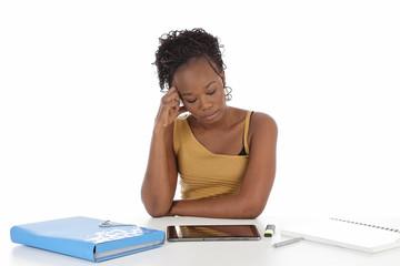 jeune femme noire étudiante