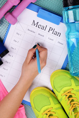 Sports trainer amounts to meal plan and sports equipment top