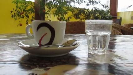 Caffè espresso al tavolo del bar