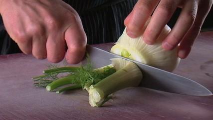 taglio verdura in cucina finocchio