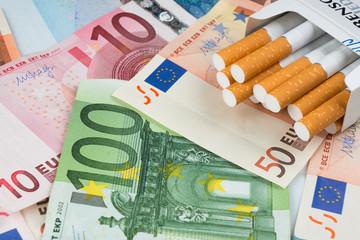 Sigarette con banconote