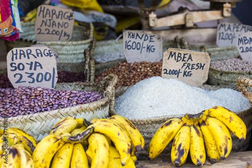 Papiers peints Pays d Afrique Traditional food market in Zanzibar, Africa.