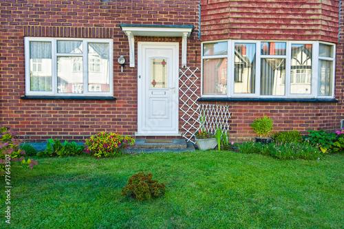 front door - 77643307