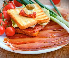 Sandwich with prosciutto and prosciutto on plate