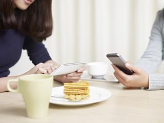 women using cellphones