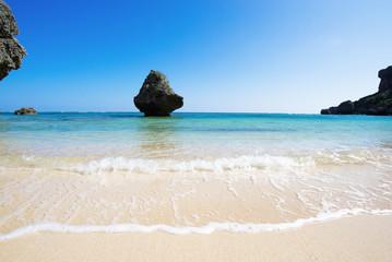 沖縄のビーチ・アクナ浜