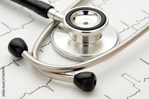 医療イメージ―聴診器と心電図 - 77659794