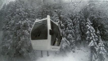 Ski Umlaufkabine im Schnee