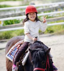 乗馬する女の子