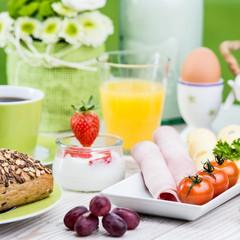 frühstück im cafe