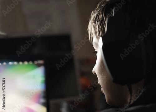 Boy with headphones - 77678356