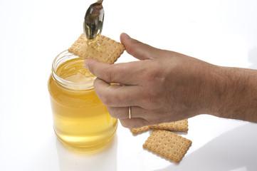 miele sul biscotto