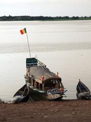 Barcazas en el rio Niger