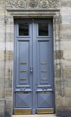 Alte blaue Tür Haus Eingang in Frankreich